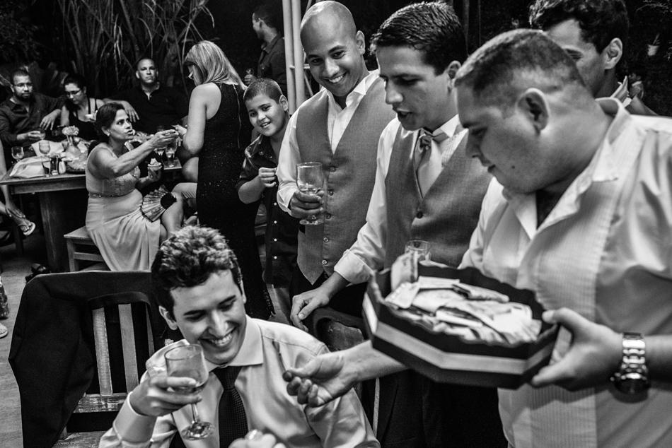 Casamento Bistro 160, Hotel Villa del Sol, Recreio dos Bandeirantes, Casamento Campo Grande, Fotografia de casamento RJ, Fotografo de casamento RJ, Costa verde do Rio de Janeiro, Ensaio fotografico, Fotografia de casamento, fotógrafo de casamento, bruno montt fotografia, bruno montt, fotografia de casamento brasil, Ensaio fotográfico, fotografos de casamento, fotografo de casamento espírio santo, fotógrafo de casamento barra da tijuca, fotografia de casamento evangelico, fotografia de bouquet, noiva linda, Workshop de fotografia, fotografia de família, making of da noiva, making of, vestido de noiva rj, fotografia vestido de noiva, make up noiva, alianças, casamento, fotos espontaneas, fotos nao posadas, emoçao casamento, casamento judeu, windsor barra, copacabana palace, le buffet, ensaio pré casamento, fotografos niteroi, fotografia sahy, ensaio de casais, ensaio pre wedding, ensaio pre casamento, ensaio romantico